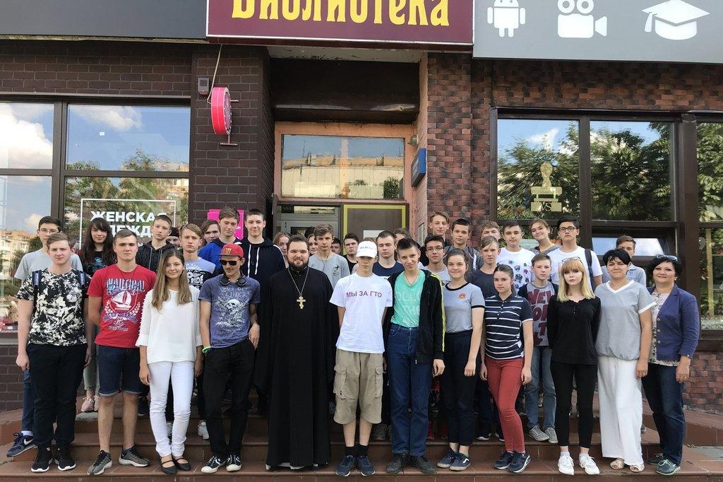 8 июля клирик Александро-Невского храма священник Сергий Ильницкий встретился с участниками городского молодежного экологического лагеря Чистый город и провел беседу о христианской нравственности, любви и верности