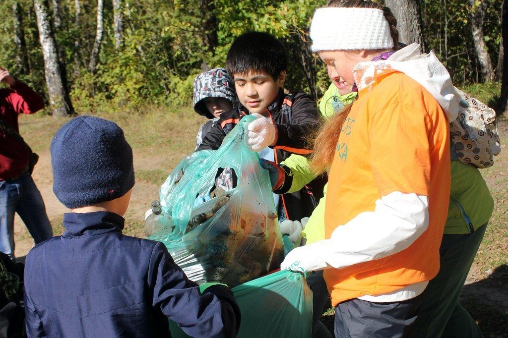 30 сентября в Балашихе состоялся экологический поход в Кучинский лесопарк, в котором приняли участие более 90 человек