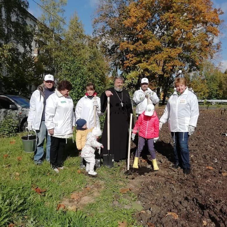 21 сентября в Солнечногорском районе прошла акция Наш лес. Посади свое дерево, в которой приняло участие духовенство Солнечногорского благочиния. В рамках акции было высажено более 4800 саженцев плодово-ягодных и хвойных деревьев