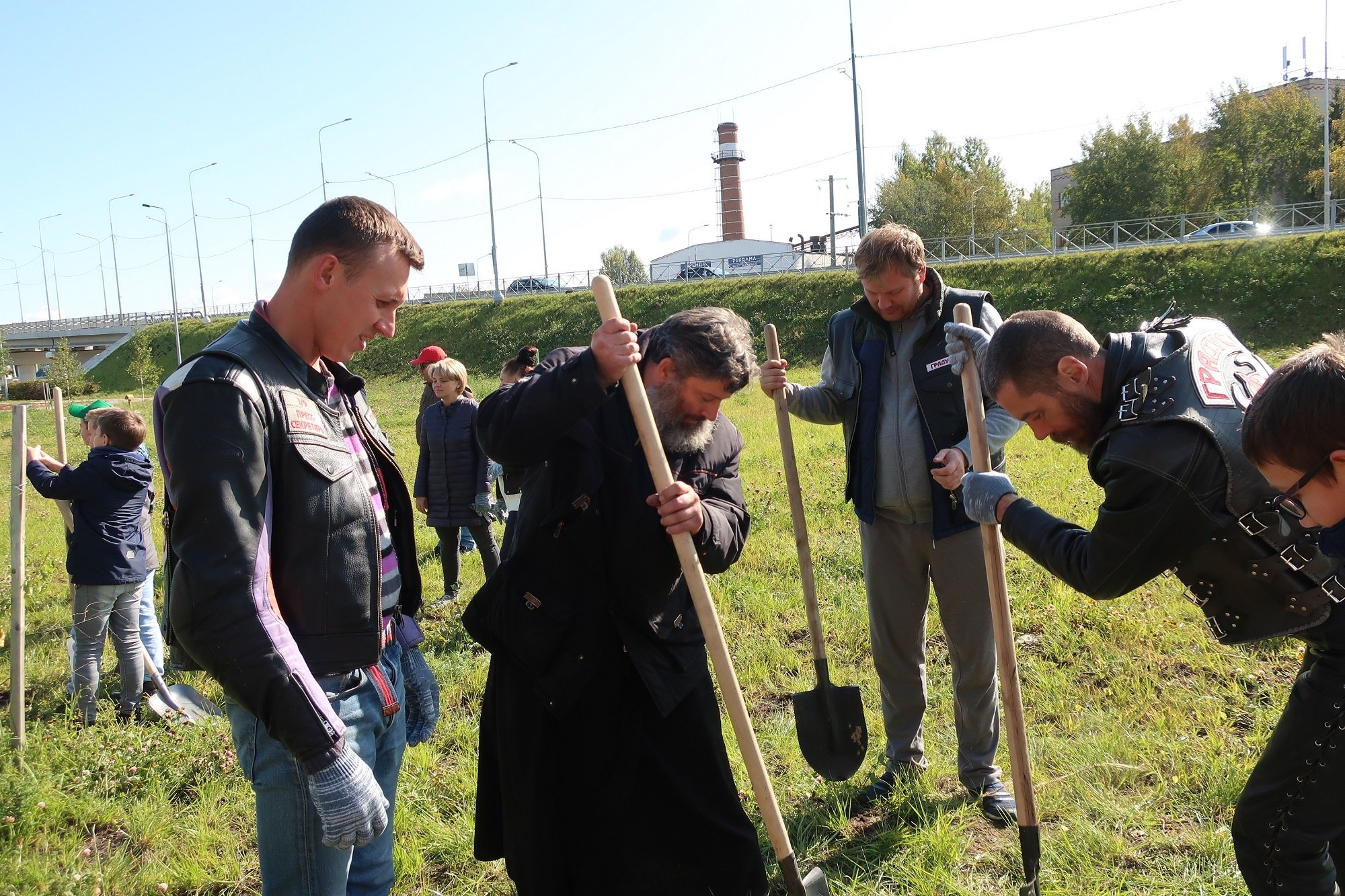 21 сентября в городском округе Красногорск была проведена акция в рамках программы Наш лес. Посади своё дерево, в ходе которой жители Красногорска посадили более 4000 деревьев и кустарников
