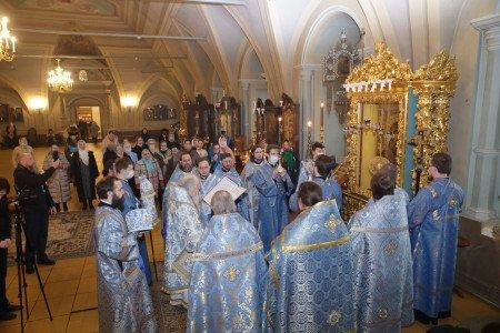 Праздник в честь Иверской иконы Божией Матери и день поминовения архиепископа Можайского Григория в Новодевичьем монастыре