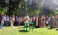 В воскресенье, 17 июня состоялся очередной экологический поход прихожан храма Новомучеников и исповедников Российских в Кучино. Общее количество участников составило почти сто человек, в том числе, 53 ребёнка